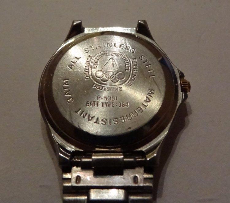 Jaeger -  [Le TOPIC des demandes d'IDENTIFICATION et RENSEIGNEMENTS de montres est ICI] - Page 39 Dsc013131